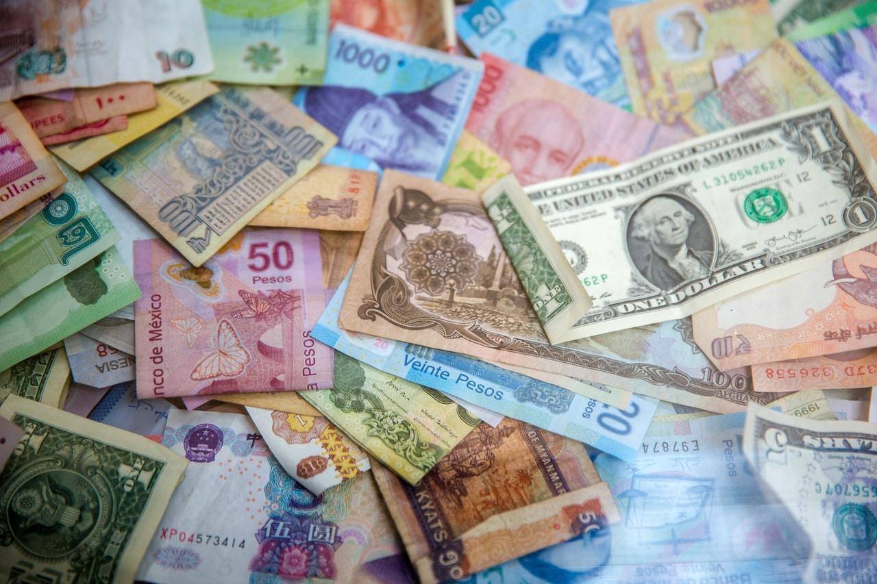 Finanse za granicą - przelewy, płatności kartą - co warto wiedzieć?